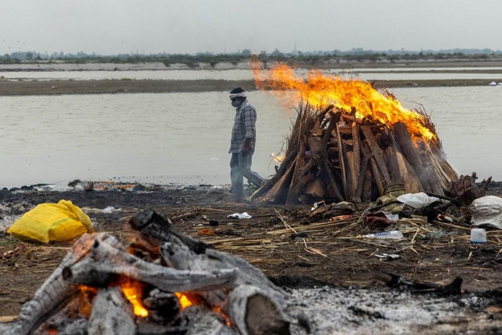 Hindistan'da Kovid-19'dan Öldüğü Şüphenilen 71 Kişinin Cansız Bedeni Ganj Nehri Kıyılarına Vurdu...
