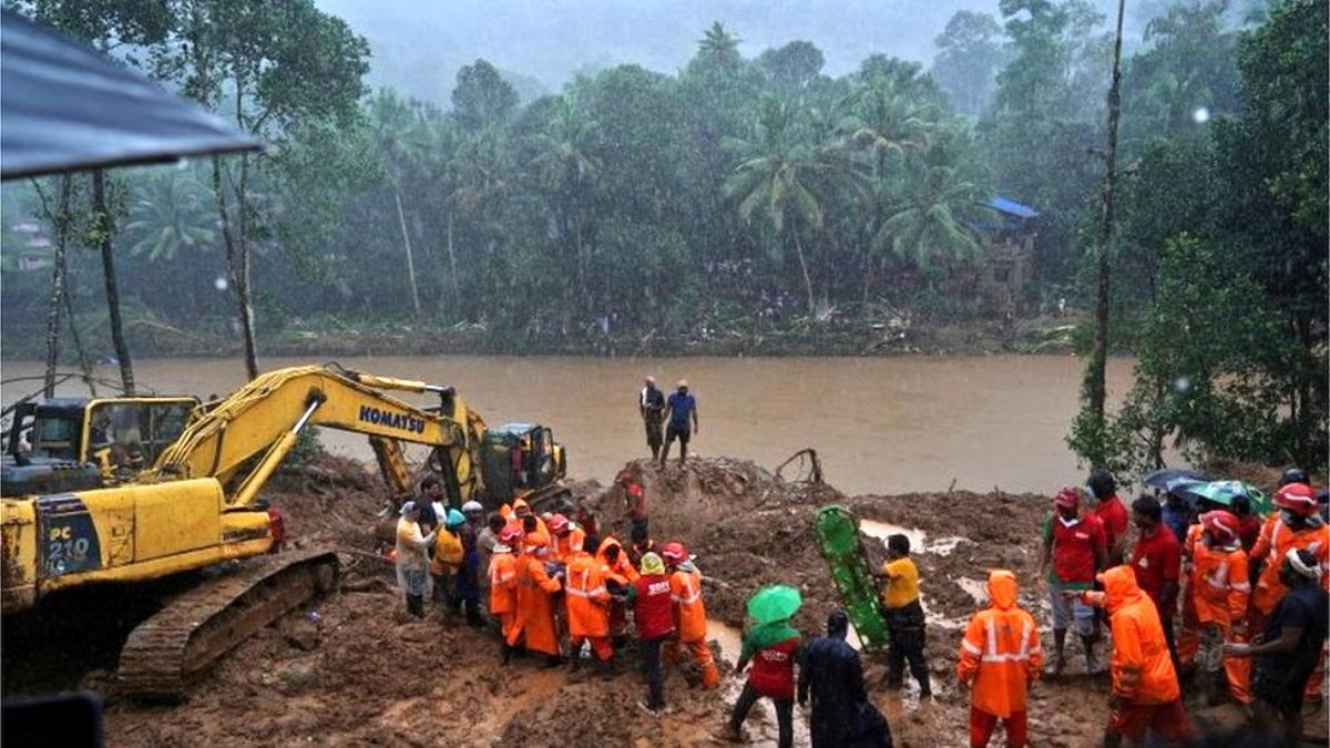 Hindistan'da sel felaketi: 5'i çocuk en az 26 kişi hayatını kaybetti