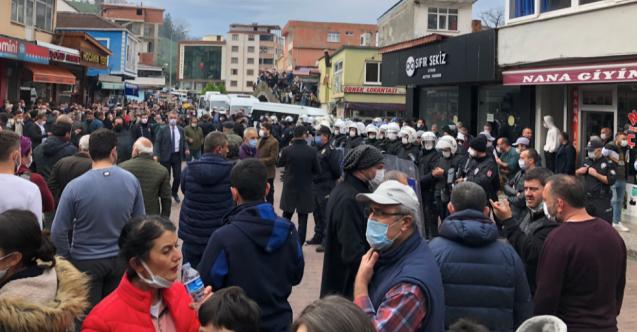 Hopa'da Boğaziçi Öğrencilerine Destek Eylemine Polis Müdahale Etti: 'Ellerimiz Boş Neden Vuruyorsunuz?'