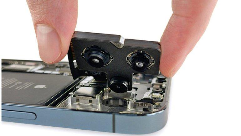iPhone 12 Pro Max'i de parçaladılar