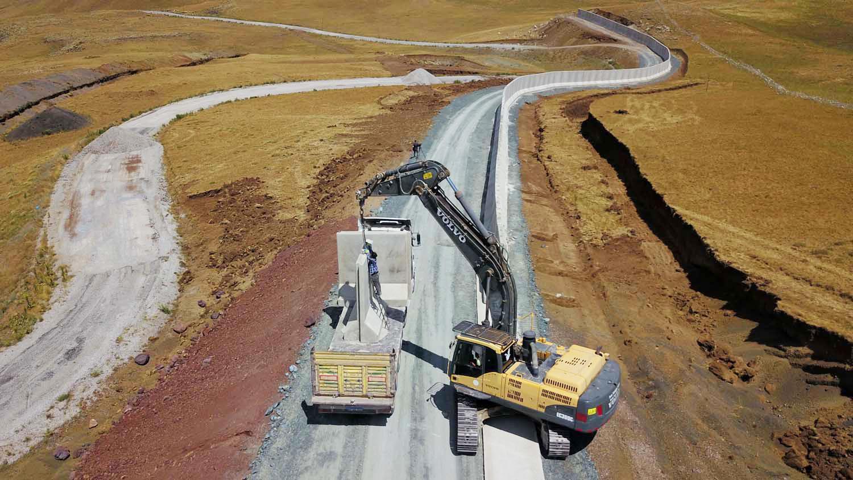 İran Sınırına 43 Kilometrelik Beton Duvar Örüldü