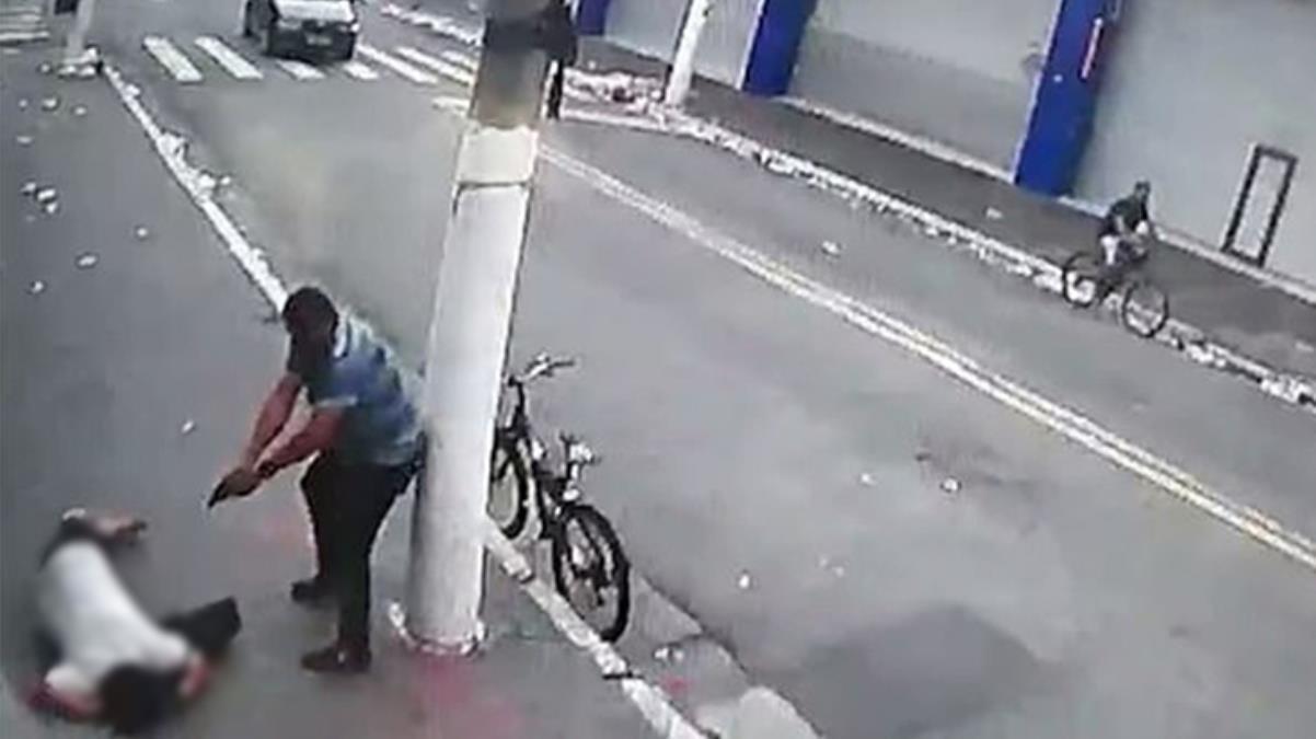 İşinden evine giden kadın bisikletli saldırgan tarafından başından vuruldu! Korkunç anlar kamerada