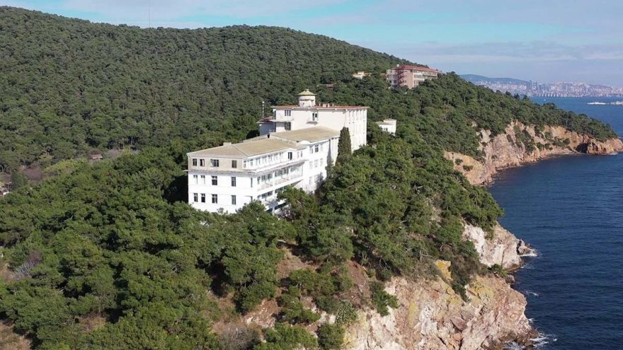 'İslami Eğitim Merkezi' Olacak: Türkiye'nin İlk Pandemi Hastanesinin Arazisi Diyanet'e Devredildi