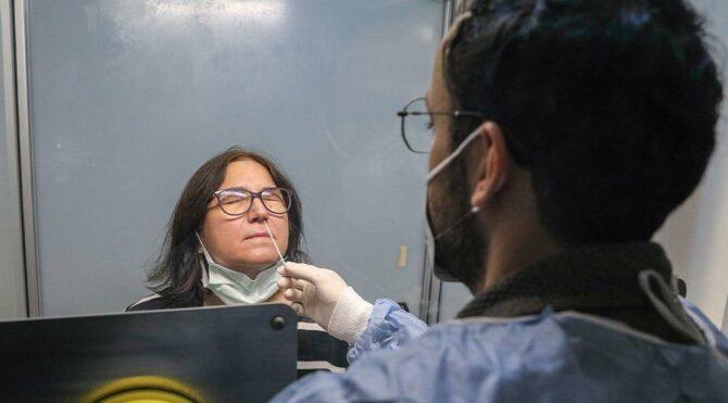 İstanbul'un en büyük corona test laboratuvarı: Günde 10 bin test