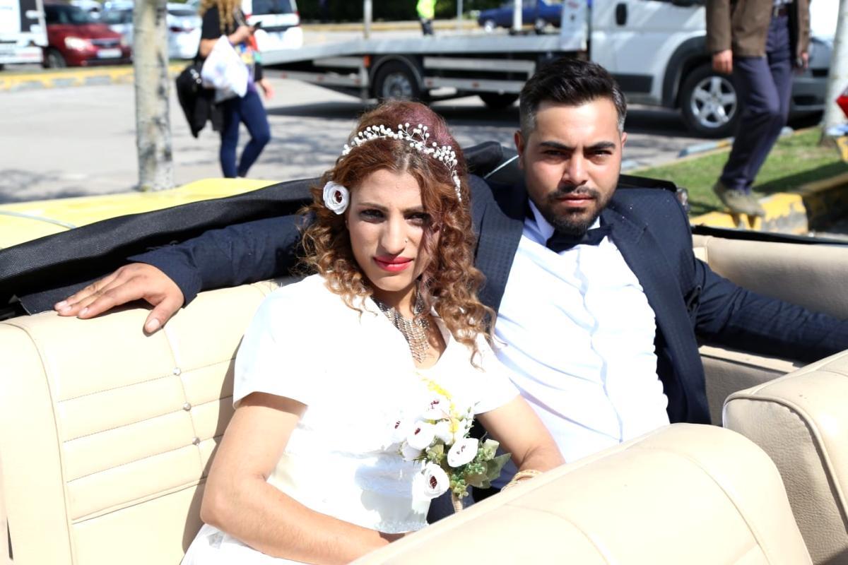 İzmit sokaklarında Roman düğünü coşkusu