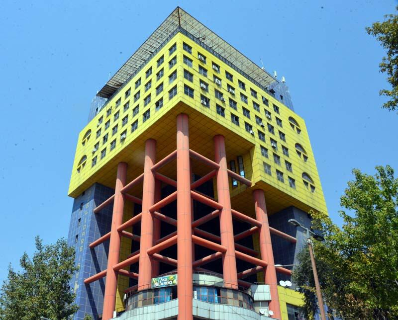Kahramanmaraş'ın Simgesiydi: Dünyanın En Saçma Binası Yıkılıyor