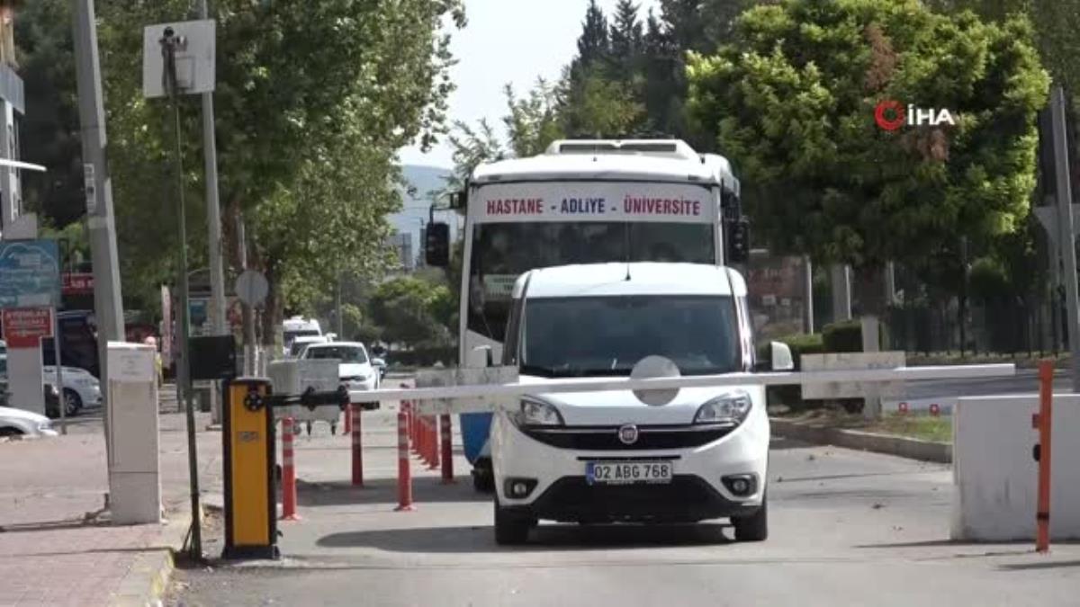Kamyonet kasasında 78 kaçak göçmen yakalandı