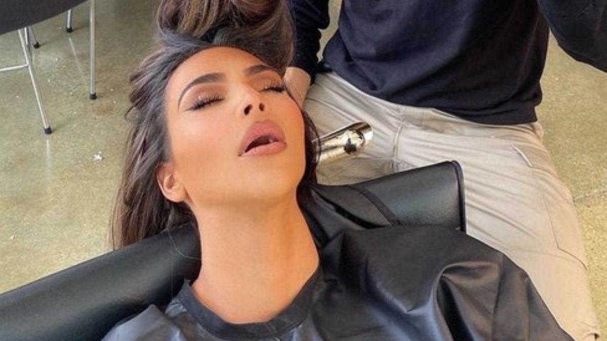 Kim Kardashian kuaför koltuğunda uyudu