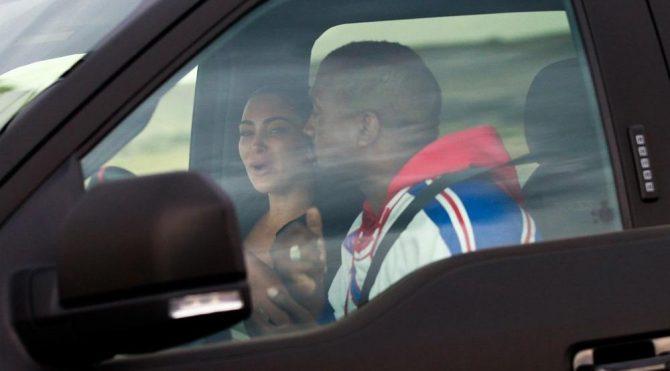 Kim Kardashian ve Kanye West'in arabadaki tartışması gündem oldu