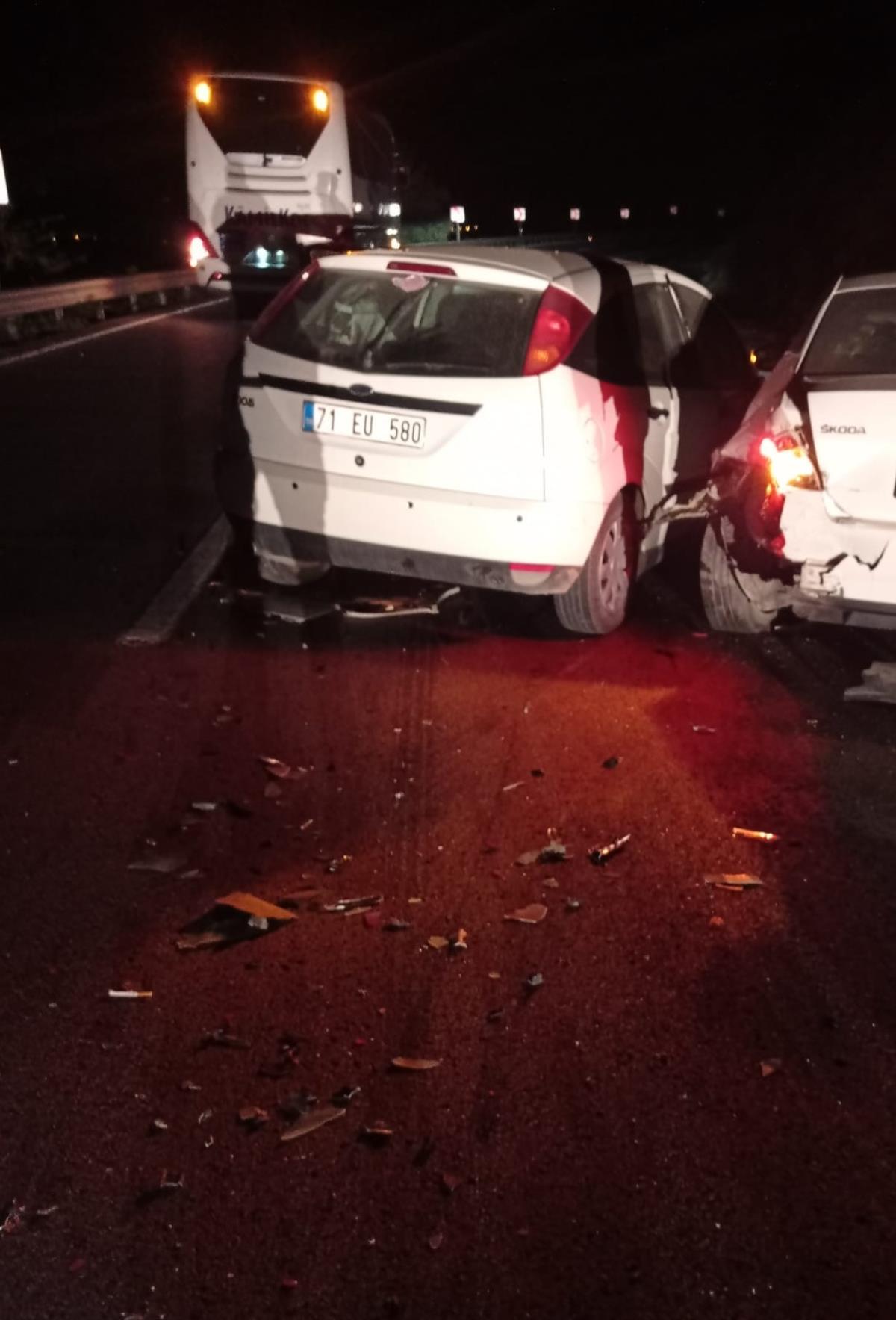 Kırıkkale'de kazaya karışan araca başka otomobilin çarpması sonucu 5 kişi yaralandı