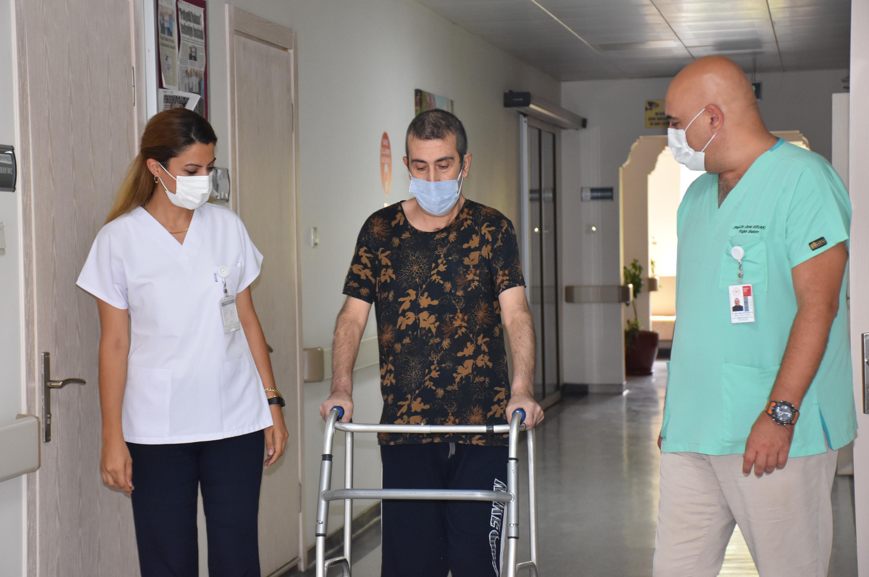 Koranavirüsü Yendi, Aşı Olmayanlarla Görüşmeme Kararı Aldı