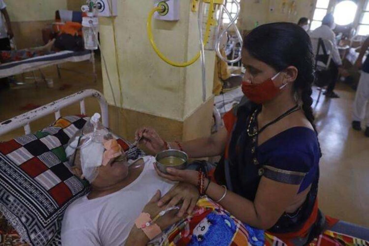 Koronanın pençesindeki Hindistan'da yeni hastalık! Doktorlar binlerce hastanın gözlerini oydu