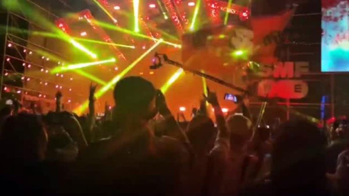 Koronavirüsün sıfır noktasında binlerce kişi festivalde eğlendi, dünyanın geri kalanı onlara baktı