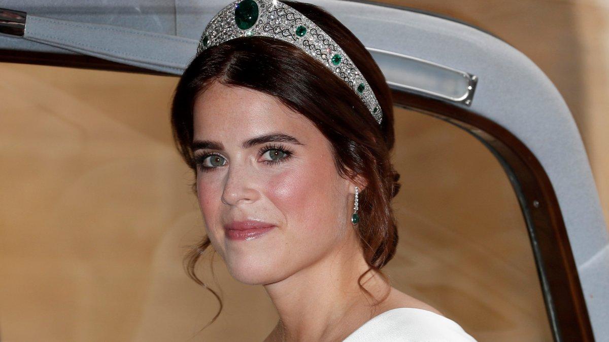 Kraliçe Elizabeth'in torunu Prenses Eugenie anne oldu