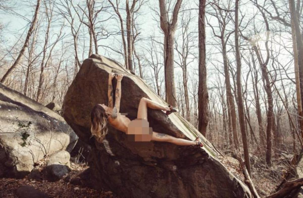 Kumarhanede çalışan 37 yaşındaki ABD'li kadından çırılçıplak kaya tırmanışı