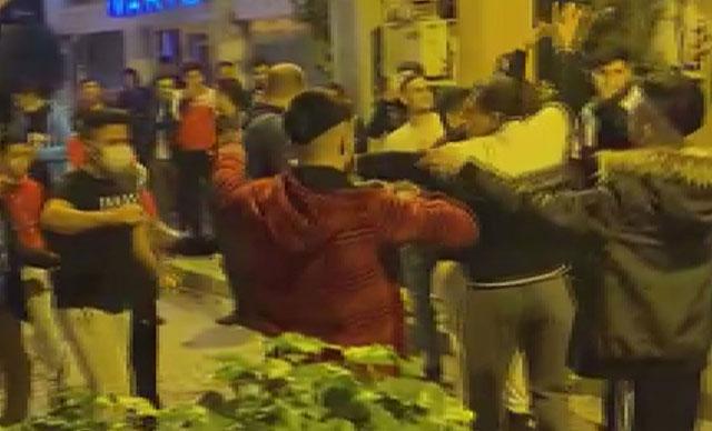 Kumkapı'da Sokakta Sosyal Mesafesiz Yılbaşı Kutlaması