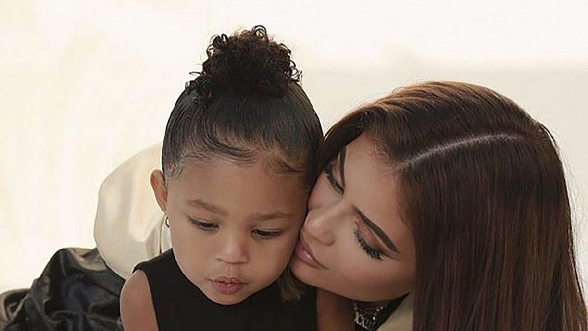 Kylie, kızına 93 bin TL'lik okul çantası aldı