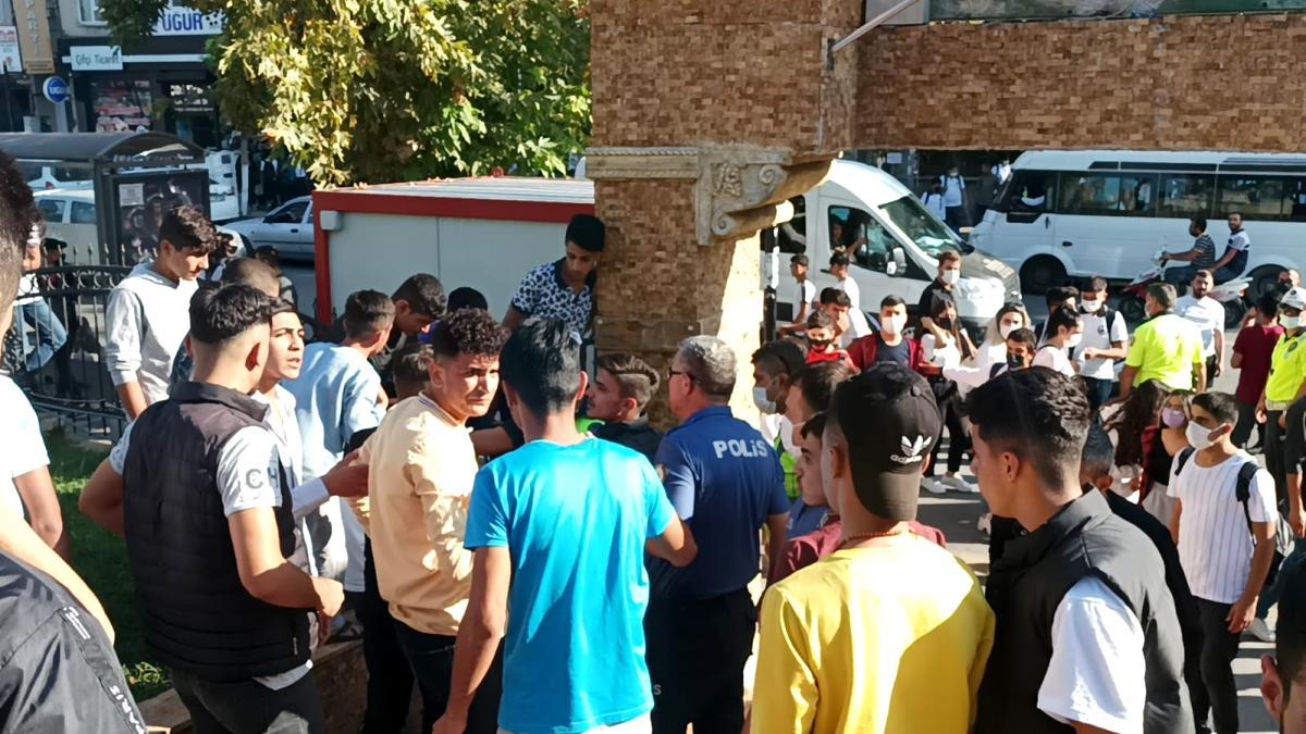 Lise öğrencileri parkta birbirlerine girdi! Sopalı kavgada 1 kişi yaralandı