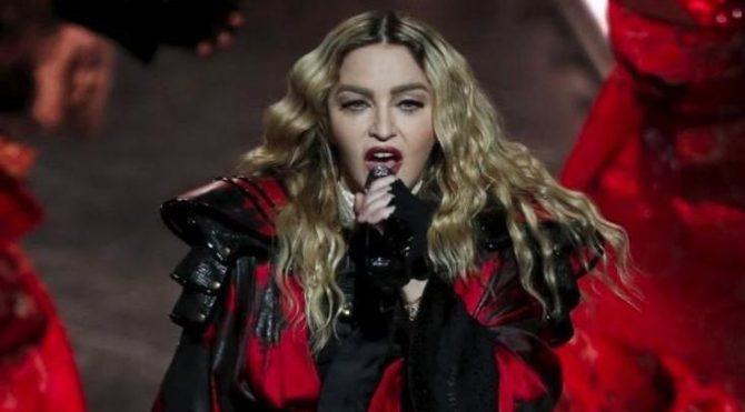 Madonna'ya, eşcinsellerin haklarını savundu diye 1 milyon dolar ceza kesildi