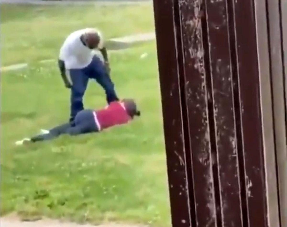 Mahalleli toplandı, tartıştığı kadını darp eden adamı bayıltana kadar dövdü