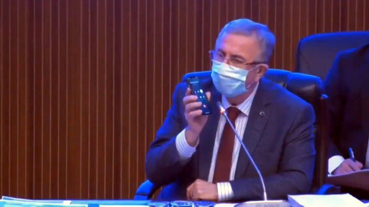 Mansur Yavaş, AKP'li Üyenin 'Berberlere Söz Verdiniz Destek Olmadınız' İddiasını Anında Telefonu ile Arama Yaparak Çürüttü