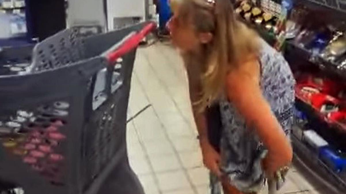 Maske takmadığı için uyarılan kadın, iç çamaşırını kafasına taktı