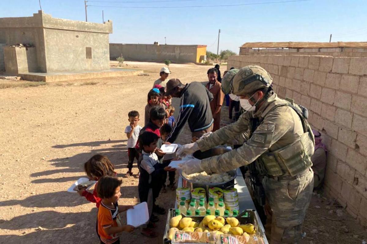 Mehmetçik Suriye'ye yardım eli uzattı