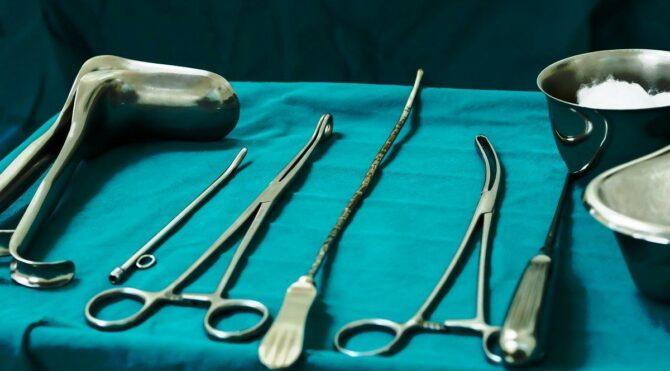 Merdiven altı kürtaj yapıp hastayı öldüren doktorlara 3 ay meslekten men!