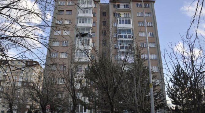 Mutant virüs nedeniyle 10 katlı bina karantinaya alındı, komşular isyan etti