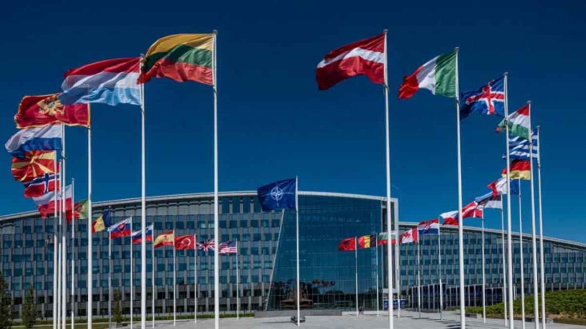 NATO, 8 Rus diplomatın akreditasyonunu