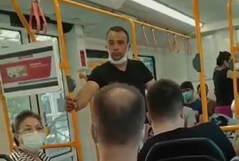 'Özel Harekatçıyım' Diyerek Metroda Maske Takmamakta Israr Eden Kişi Metrodan İndirildi