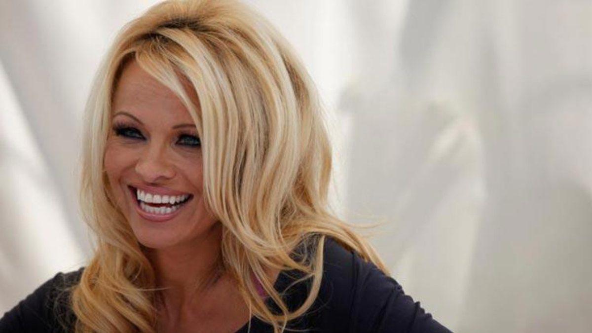 Pamela Anderson korumasıyla evlendi