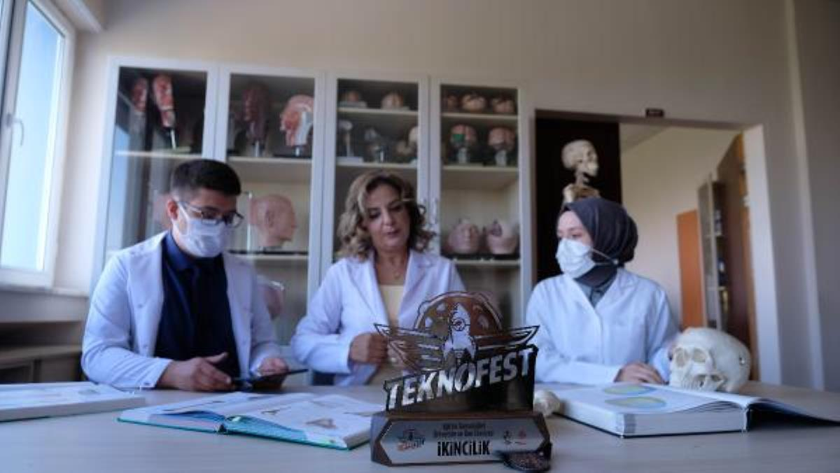 Pandemide laboratuvara gidemeyen tıp öğrencileri, sanal laboratuvar tasarladı