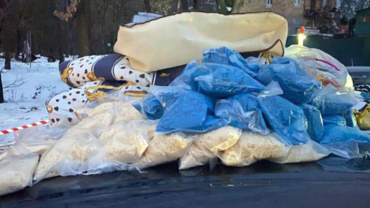 Polise 300 dolar rüşvet teklif eden şahsın arabasından 5 milyon liralık uyuşturucu çıktı