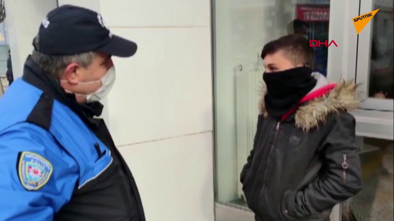 Polisten Sokağa Çıkma Kısıtlamasına Uymayan Çocuğa: 'Babana Söyle 900 Lira Fazla Para Çeksin'