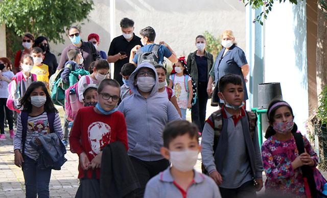 Prof. Dr. Ertuğrul: 'Maske Değiştiren Çocukların Hastalık Bulaştırma Riski Var'