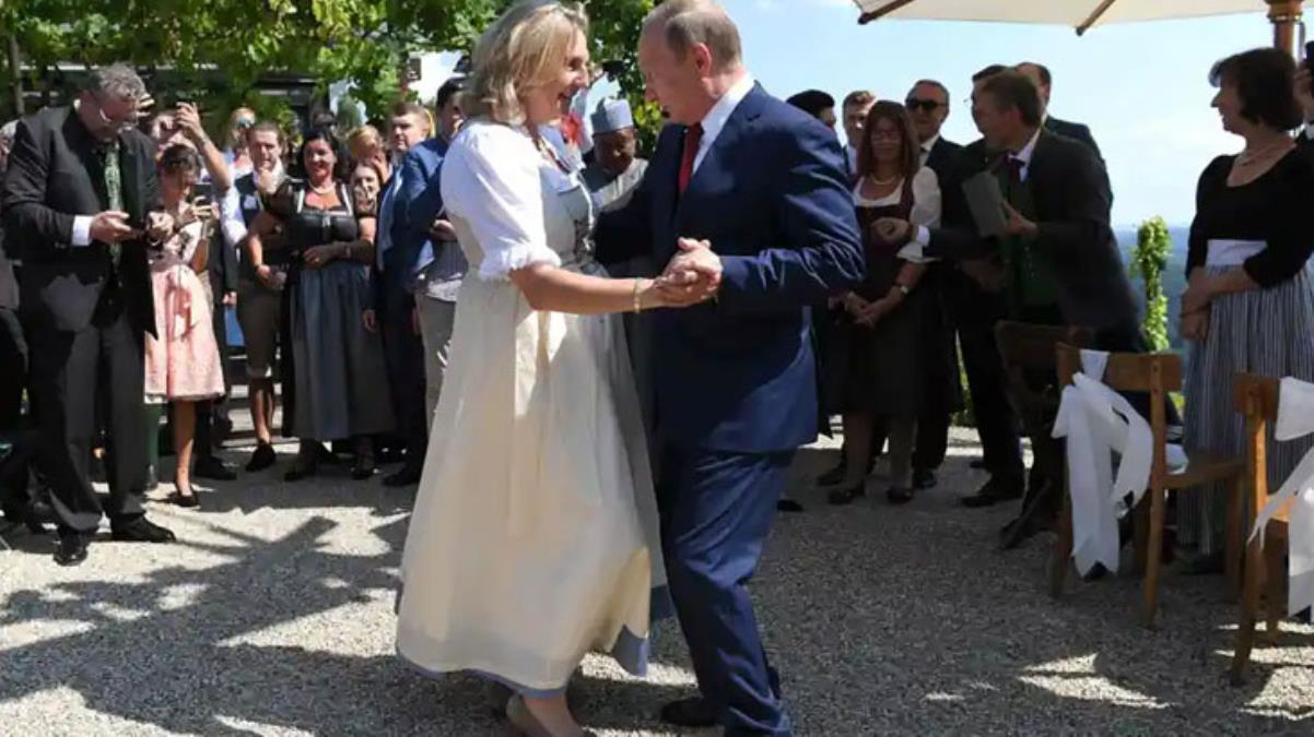 Putin'le yaptığı dans nedeniyle tüm dünyada adından söz ettiren Avusturya eski Dışişleri Bakanı, Rus petrol devinde yönetim kurulu üyesi oldu