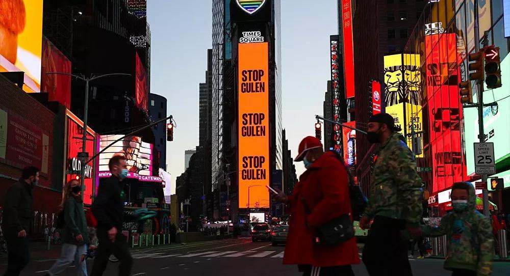 Reklam Savaşları Sürüyor: Times Meydanı'nda 'Gülen'i Durdurun' İlanı