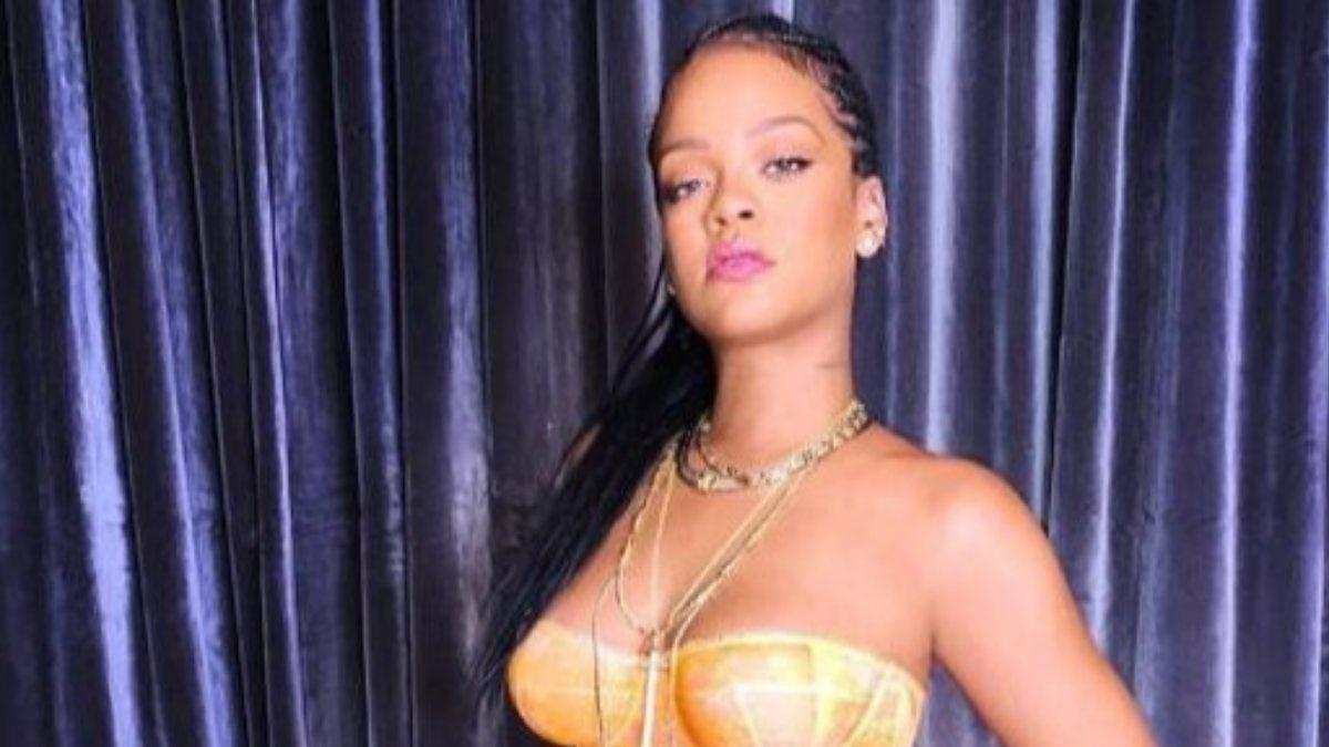 Rihanna'dan cesur poz