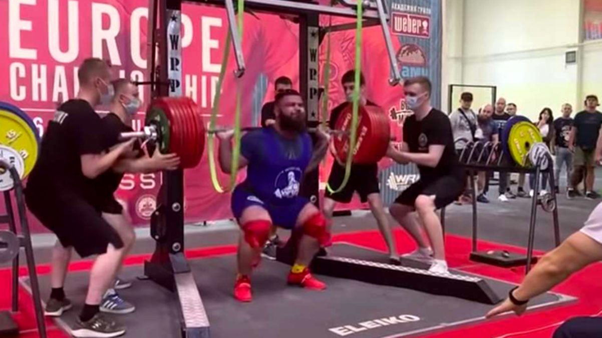Rus halterci, 400 kilogram kaldırmaya çalışırken dizlerini kırdı