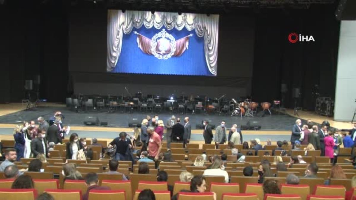 Rus Kızılordu Korosu ve Haluk Levent Ankara'da sahne aldı