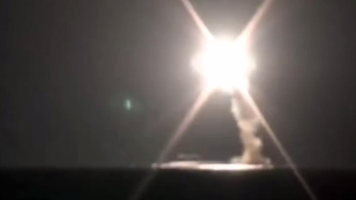 Rusya ilk kez nükleer denizaltıdan Zirkon güdümlü balistik füze fırlattı