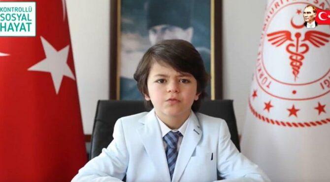 Sağlık Bakanı Fahrettin Koca'nın koltuğuna oturan öğrenciden aşı açıklaması