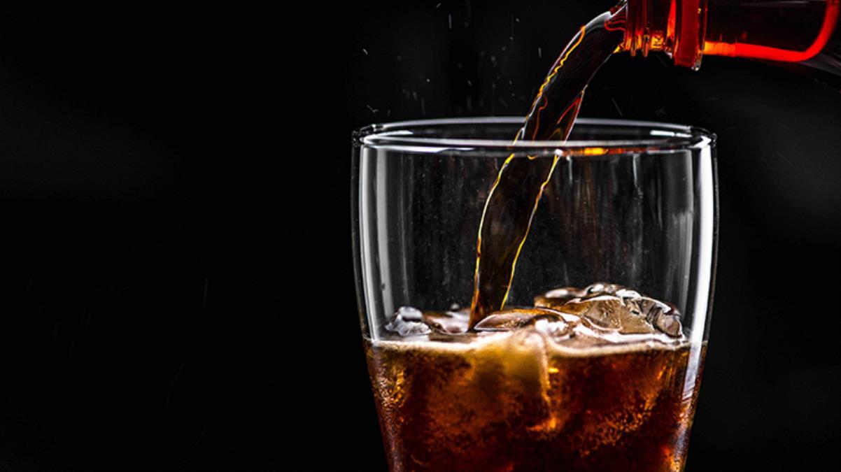 Sakın denemeyin 10 dakikada 1,5 litre kola içen genç, gaz sıkışmasından öldü