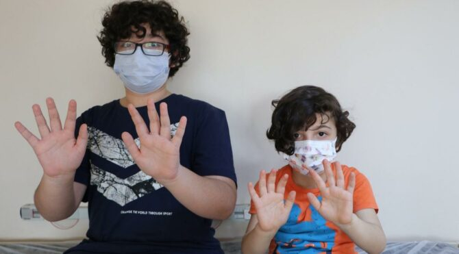 Şeker ölçümü için sürekli parmakları delinen çocuklar sensör desteği istiyor