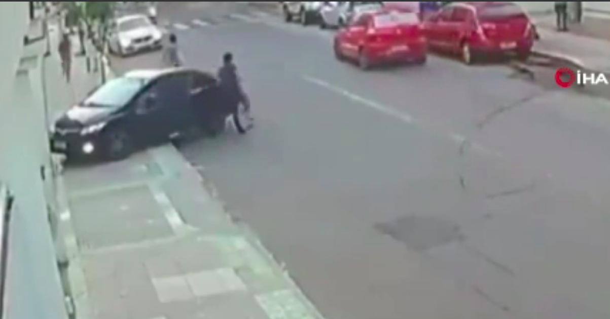 Sevgilisinin Cep Telefonunu Çalan Hırsızı Arabayla Ezdi!