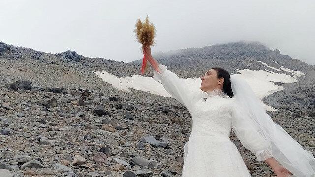 Şiddete Dikkat Çekmek İçin Ağrı Dağı ile Evlendi