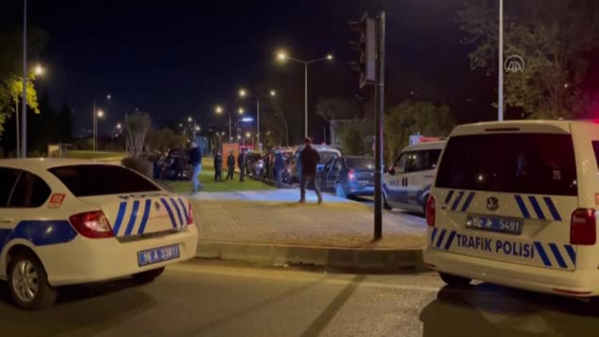 Son dakika haberi: Drift yapan alkollü sürücü kaçmak isterken polis aracına çarptı