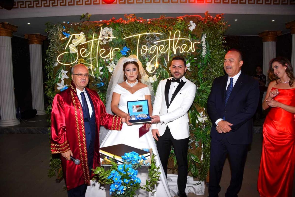 Son dakika haberleri: Bakan Çavuşoğlu, Manisa'da nikah şahidi oldu