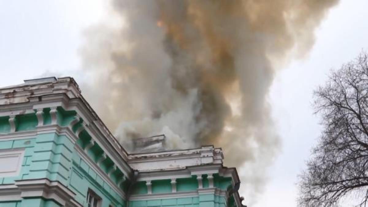 Son dakika haberleri | Rusya'da, hastanede yangın sırasında doktorlar ameliyata devam etti
